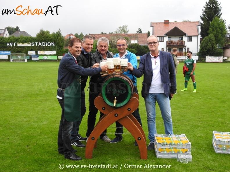 Foto SV Freistädter Bier Bieranstich der neuen Obmänner mit Josef Horner und Vbgm Gratzl