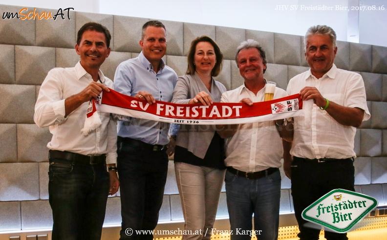 Foto Sponsordeal SV Freistädter Bier mit Brauerei Freistadt Ewald Pöschko